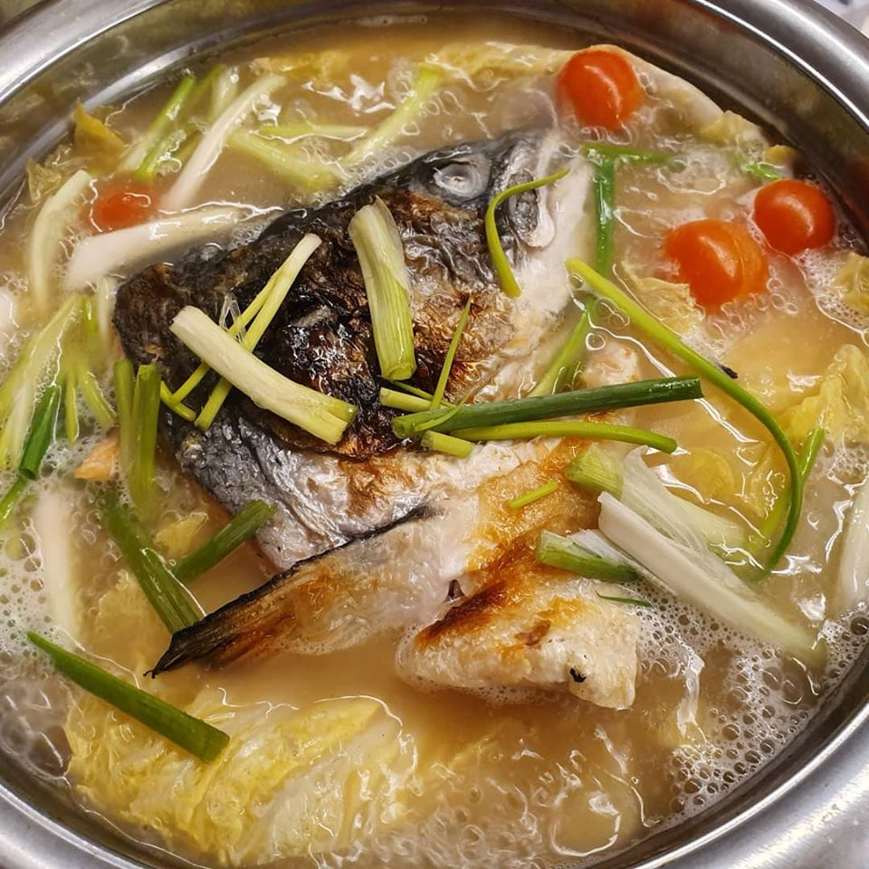 Cooking Salmon Fishhead Soup