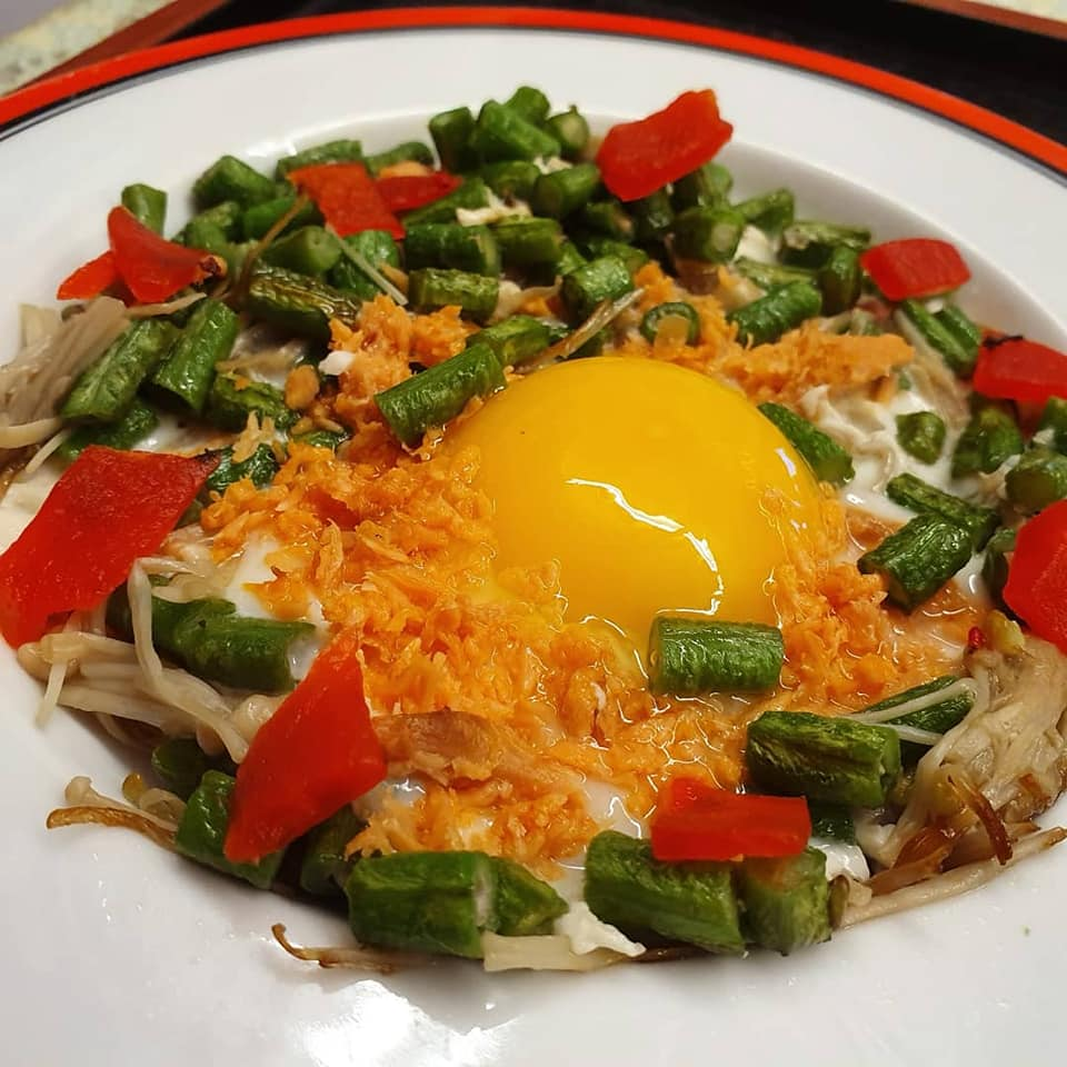 Sunny side up with veggies