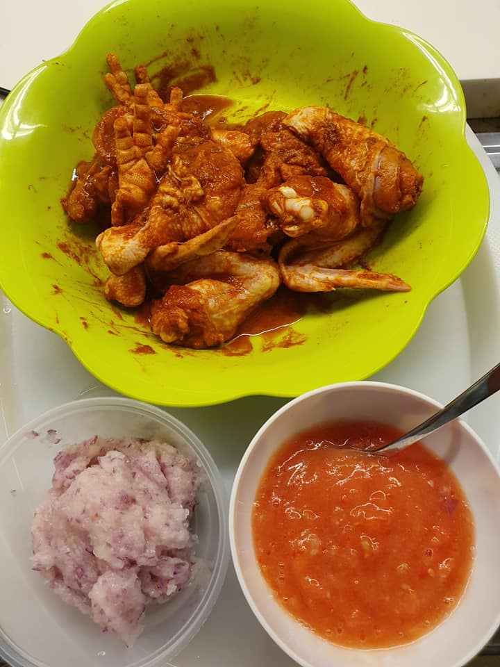 Ingredients for Onion & Tomato infused Curry Flavour Chicken