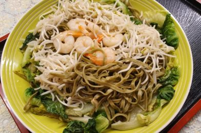 Moringa Green Noodle with Shrimps and Veggies