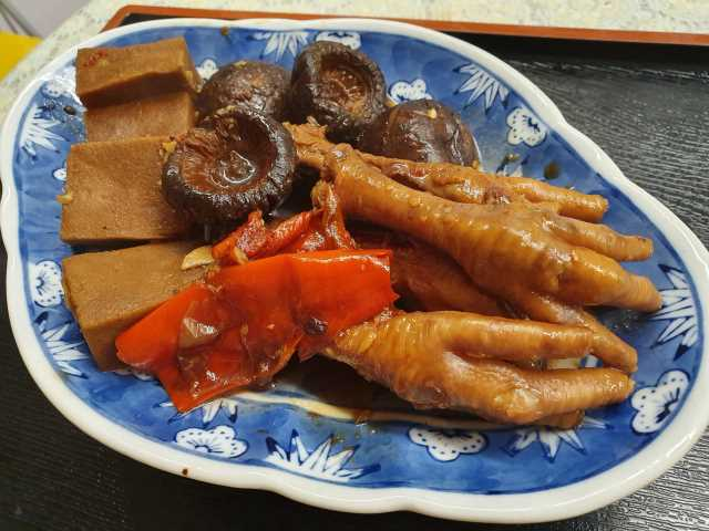 Braise Chicken Feet with Mushrooms