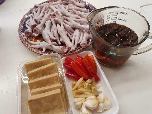 Ingredients for Braise Chicken Feet with Mushrooms