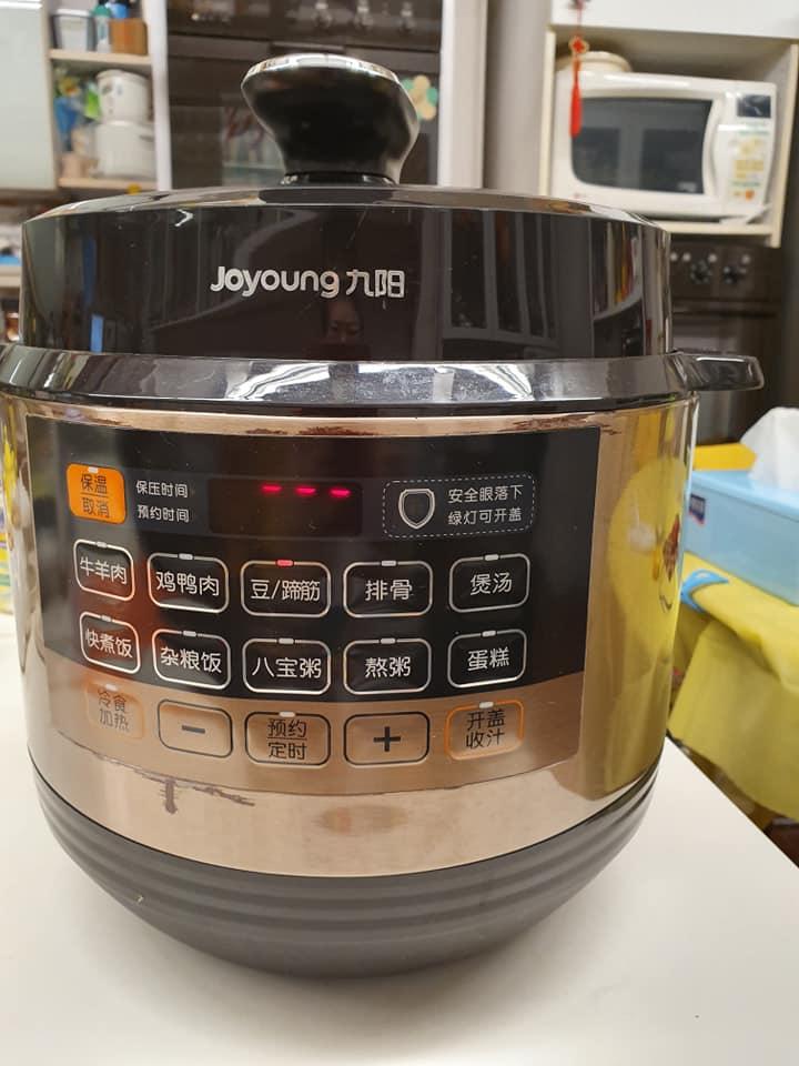Pressure Cooking Pig Trotter