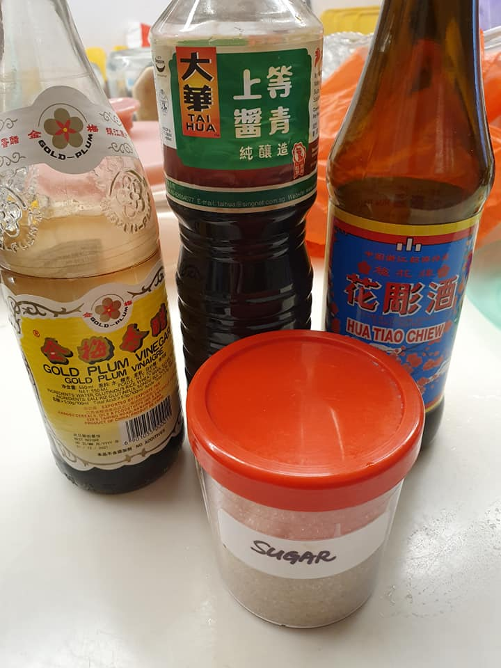 Seasoning: Black Vinegar, Light Soya Sauce, Hua Teow Wine, Sugar