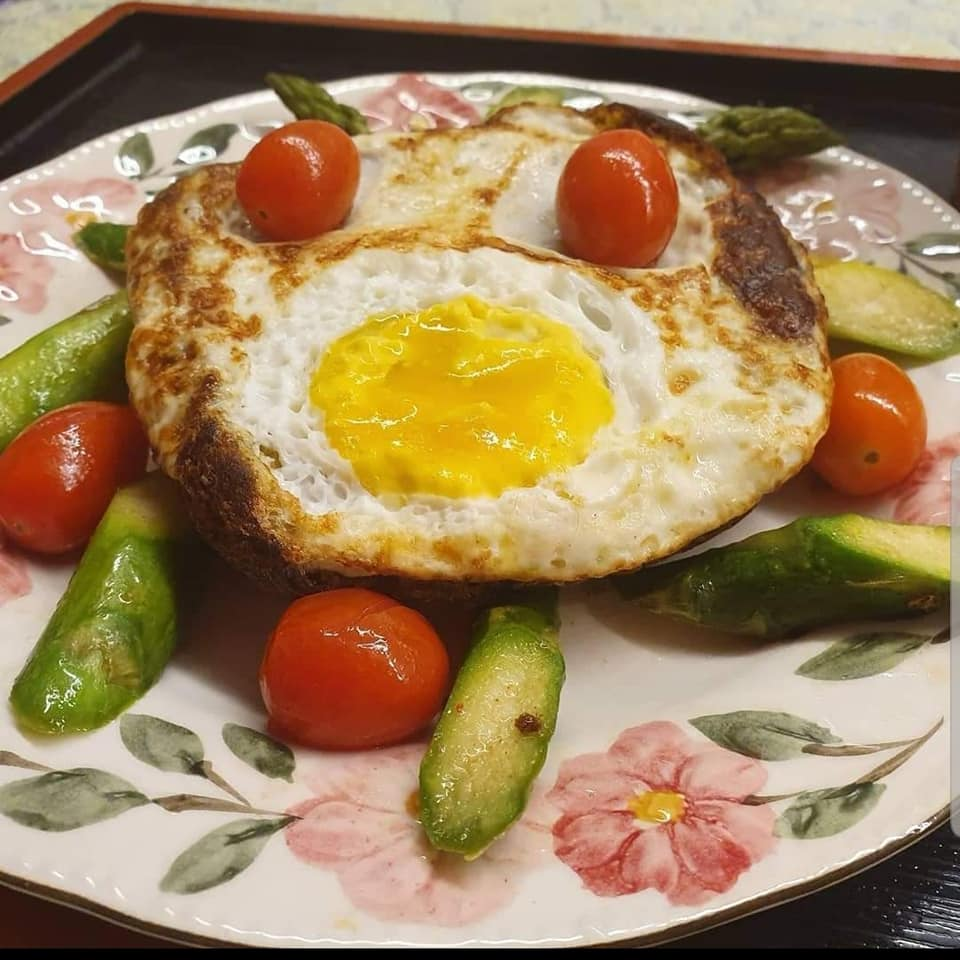 Fried Egg with self baked mushroom bread on bed of Asparagus & Cherry Tomatoes.