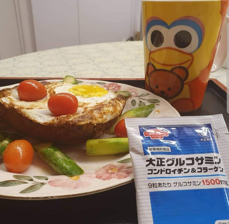 Healthy Breakfast set: Fried Egg with self made bread on bed of Asparagus & Cherry Tomatoes, one cup Nescafe Gao Siew Dai and my Glucosamine Supplements.