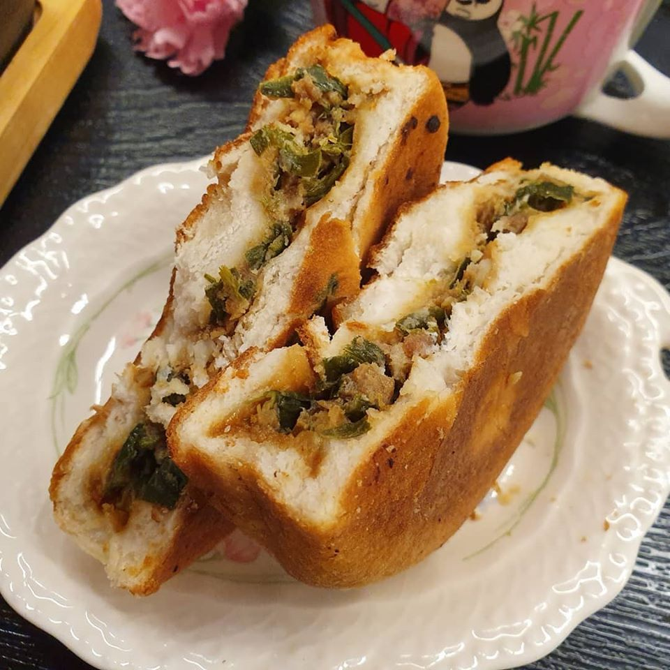Chinese pastry with Chives and Minced Pork Filling 韭菜猪肉馅饼