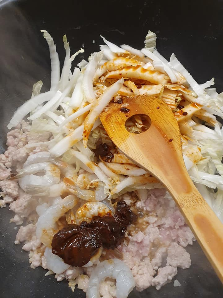Adding in Gochujang mixture