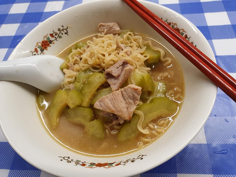 Pork slices saute with Bittergourd and cooked with MYOJO Brand Prawn Tanmen.
