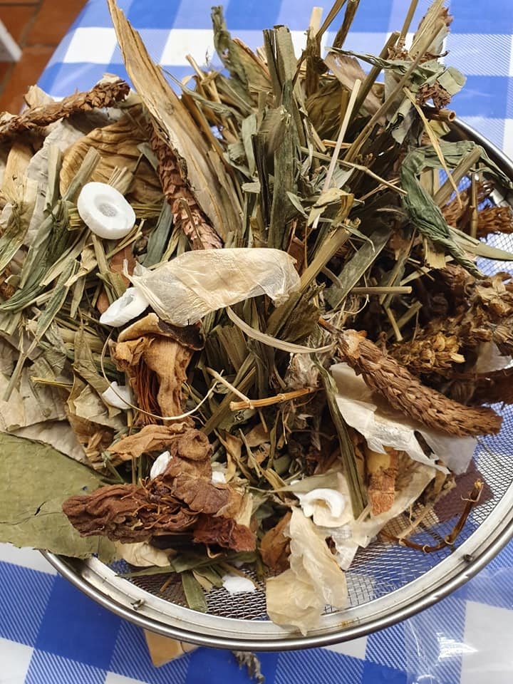 Boiling Chinese Mixed Herbs to make a drink