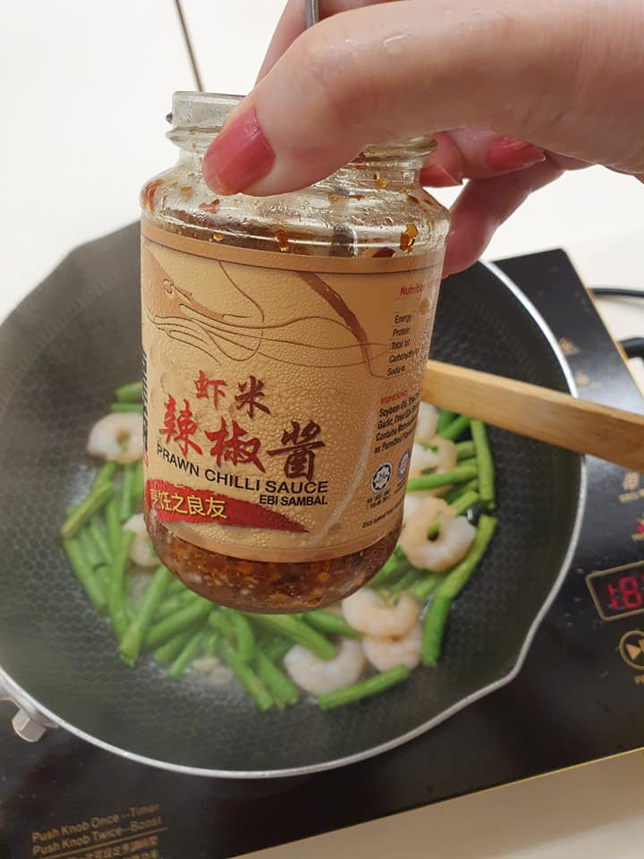 Add in 1 tsp LONG SHENG Prawn Chilli Paste to cook